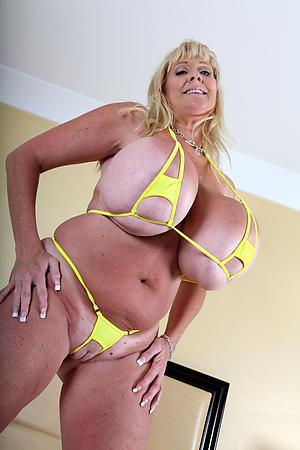 Crude adult milf bikini slut pics