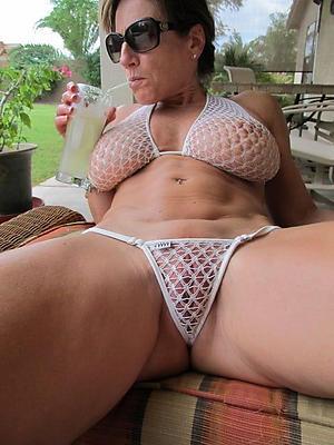 Hot mature milf bikini porn pics