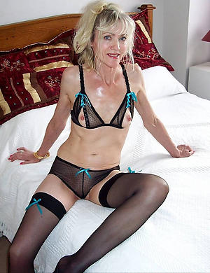 Horny mature woman in stockings porn pics
