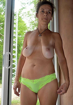 Naked mature saggy knocker pics