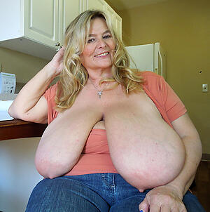 Free mature saggy breasts and pussy pics