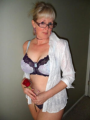 Hot porn of sexy mature with glasses
