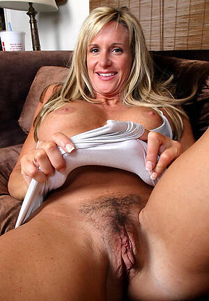 Amateur pics of nusty unshaved mature pussy
