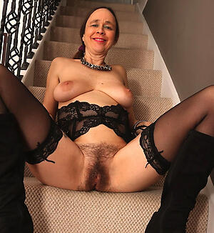 Cold unshaved mature pussy