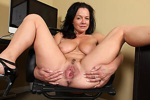 Naked grungy mature pussy photo