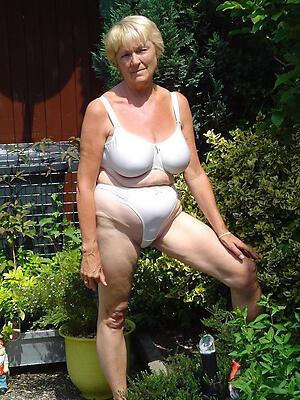 Sexy older mature column slut pics