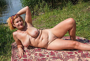 Gorgeous grown up women absent from nude pics
