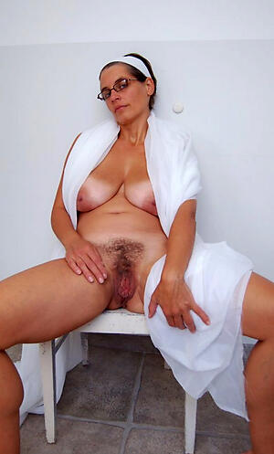 Naked mature big vagina photo
