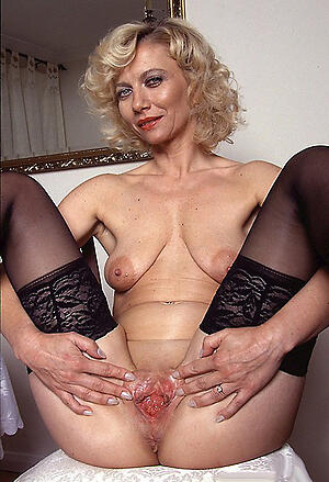 Real mature moms pussy pics