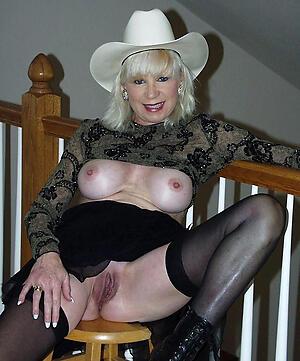 Sexy old mature moms porn pics