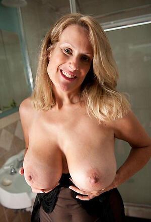 Free naked unskilled mom photo