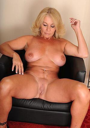 Beautiful naked amateur mom
