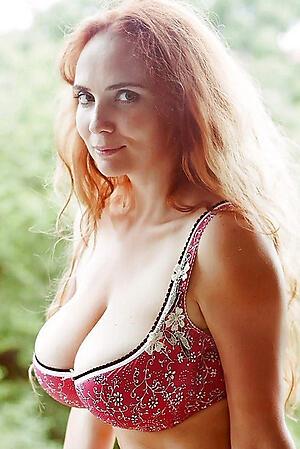 Sexy amateur matured readhead porn pics