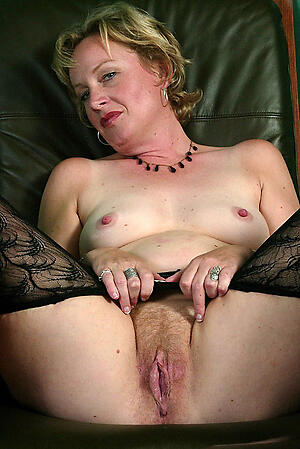 Taking sweet mature pussy nude