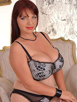 Amateur pics of mature pussy over 40