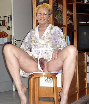 Amateur pics of grown-up old ladies