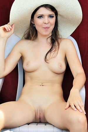 Undressed mature milf pussy photo