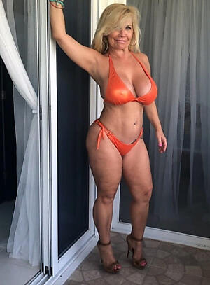 Amateur pics of naked sexy mature milfs