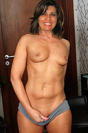 Naked mature women 40 hot pics
