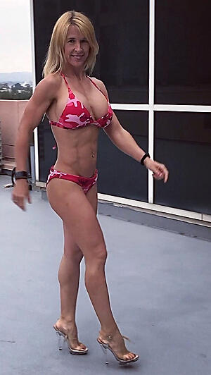 Mature muscle woman porn pics