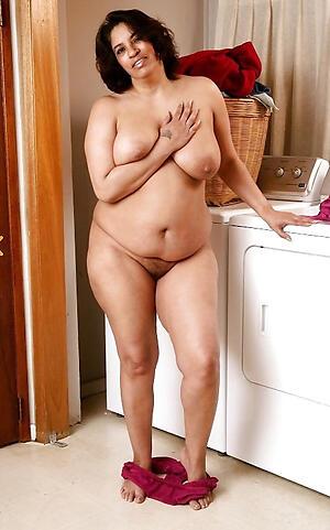 Amateur pics of thick mature ebony