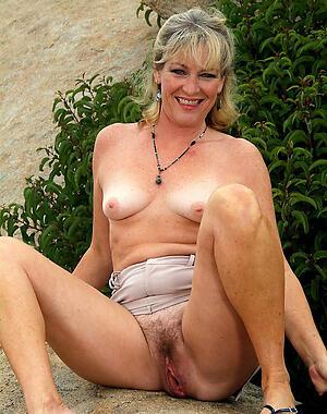 Amateur mature small tits porn pics