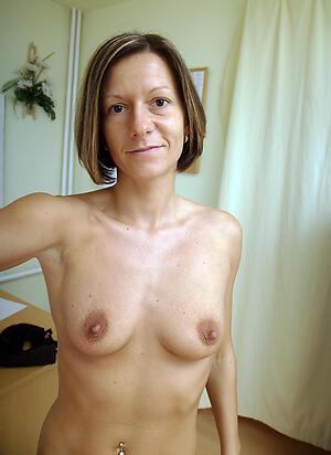 Amateurish pics of nude mature consolidated tits