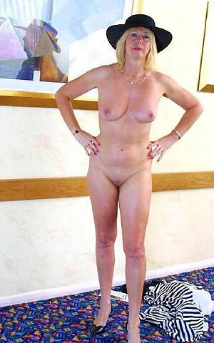 Amateur pics of sexy comely mature ladies