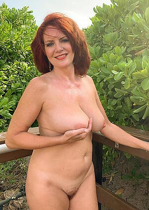Nude sexy mature moms photo