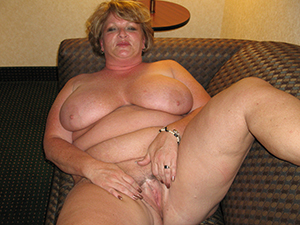 Chubby mature sluts pussy pics