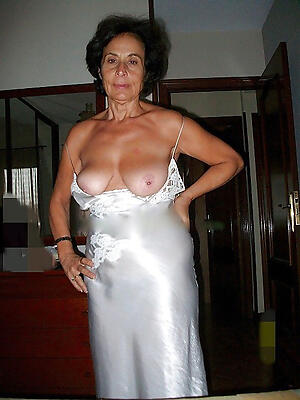 Naked mature ladies floosie pics