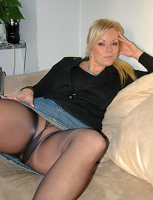 Crude pics of mature tie the knot pantyhose
