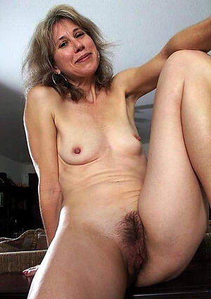Gorgeous unshaved mature pussy hot pics