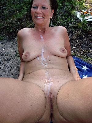 Best pics of mature pussy cumshot