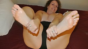 Free mature feet galleries