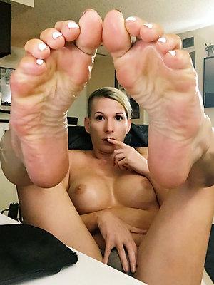 Handsome mature sexy milf feet pics