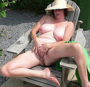Mature women pretty feet posing nude