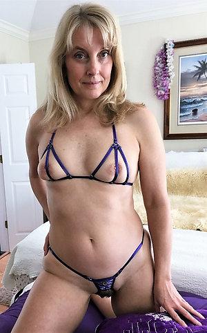 Pretty nude mature girlfriends pics