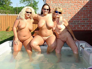Naughty older girlfriend nude pics