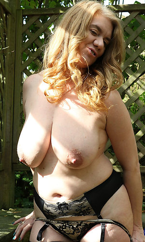 Pretty amateur old girlfriend nude