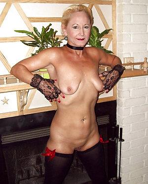 Cute mature ex girlfriend nude pic