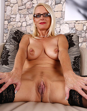 Real nude mature women with glasses