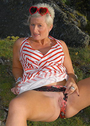 Busty sexy old ladies pics