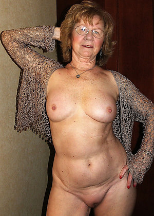 Naked hot mature granny pic