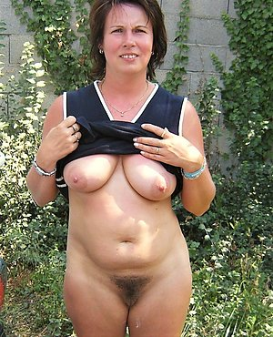 Natural mature wife hairy pussy