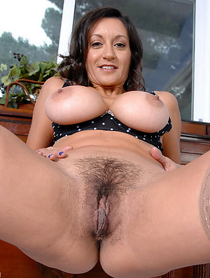 Inexperienced hairy mature milf posing nude