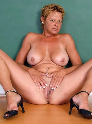 Xxx naked horny mature ladies in heels