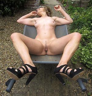 Nude beautiful women high heels pics