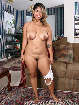 Naughty curvy latina women pics