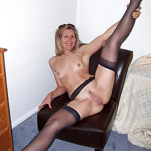 Wonderful nude mature legs and pussy